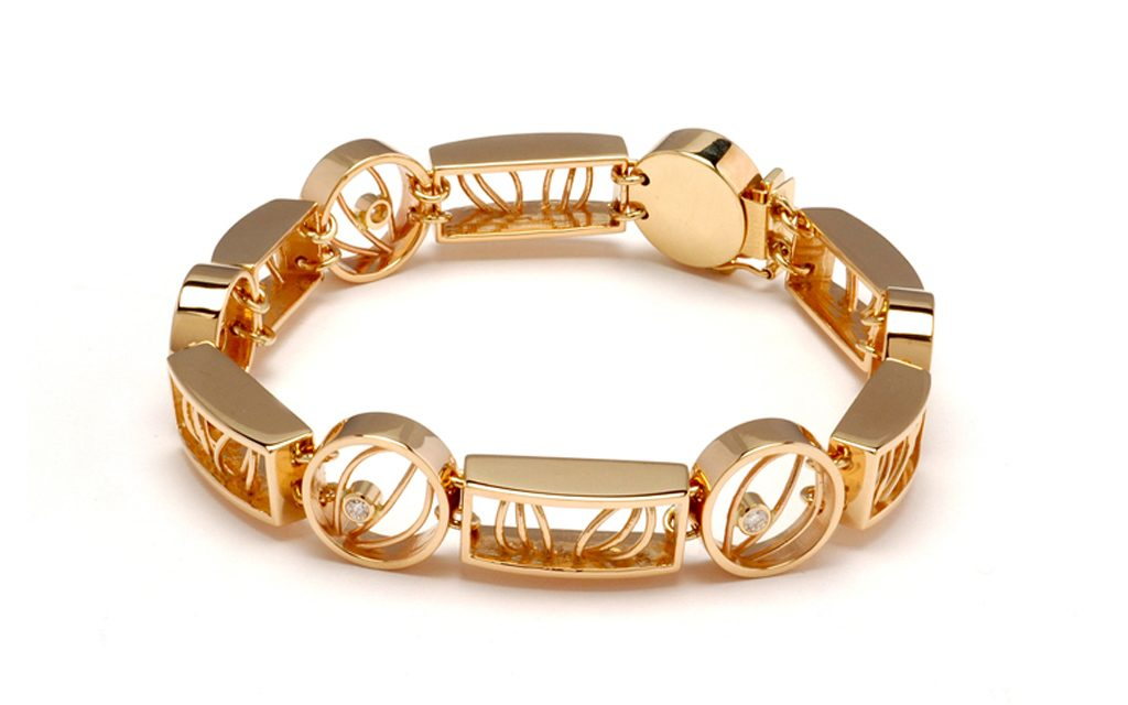 4025B - 14 karat gold link bracelet with .25cttw. Diamonds (37.5g) Price Upon Request