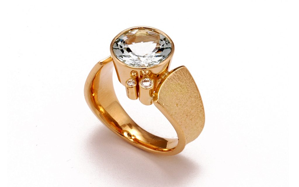 8008R - 18 karat gold ring set with 3.17ct. Aquamarine and .12cttw. Diamonds (12.2g) Price Upon Request
