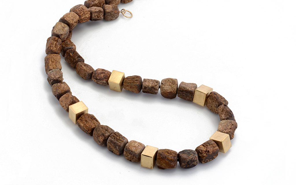 8111N - Necklace of Bronzite nuggets and 18 karat gold beads (15.1g) Price Upon Request